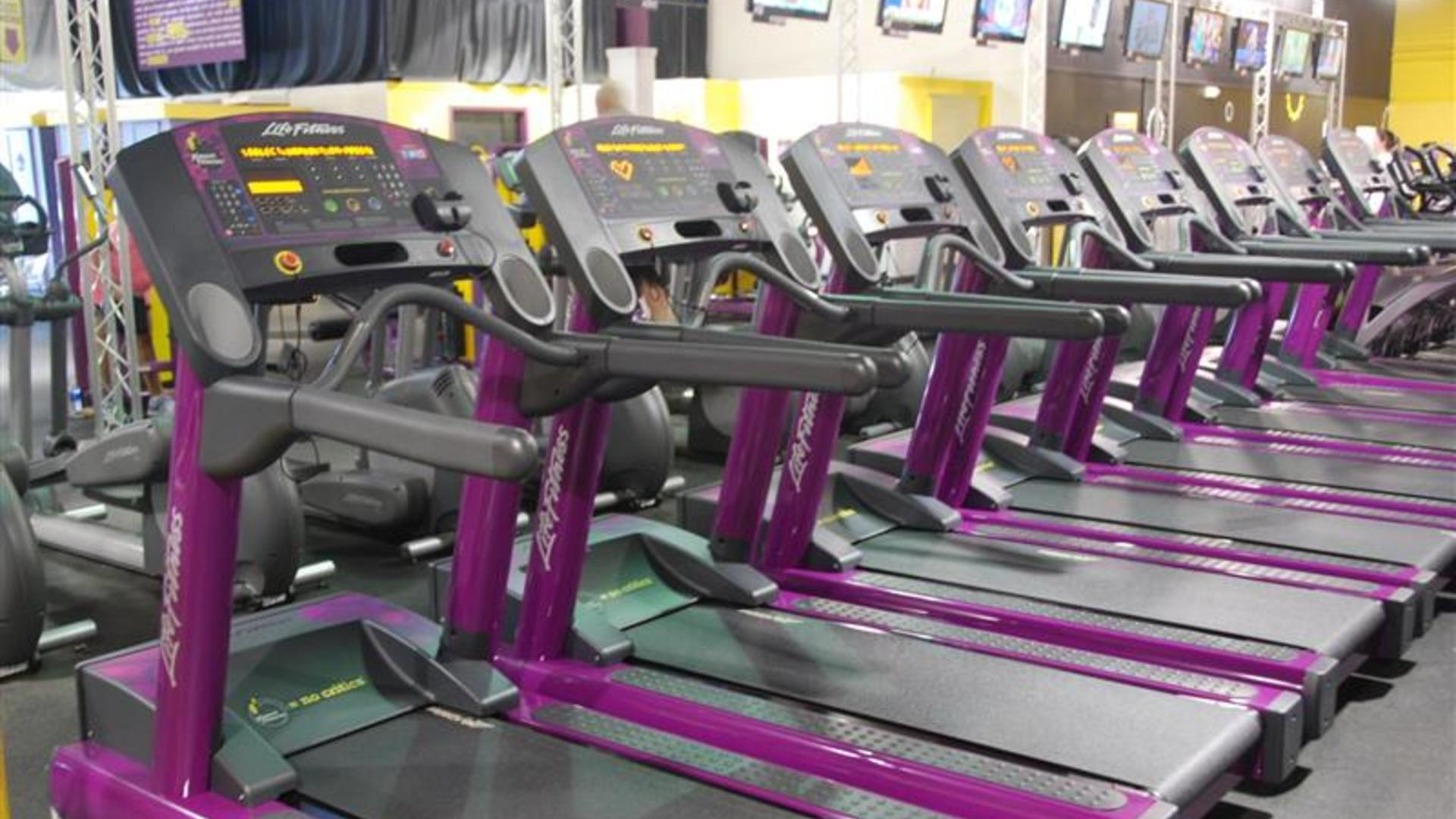 Police: Naked man arrested at Planet Fitness said he