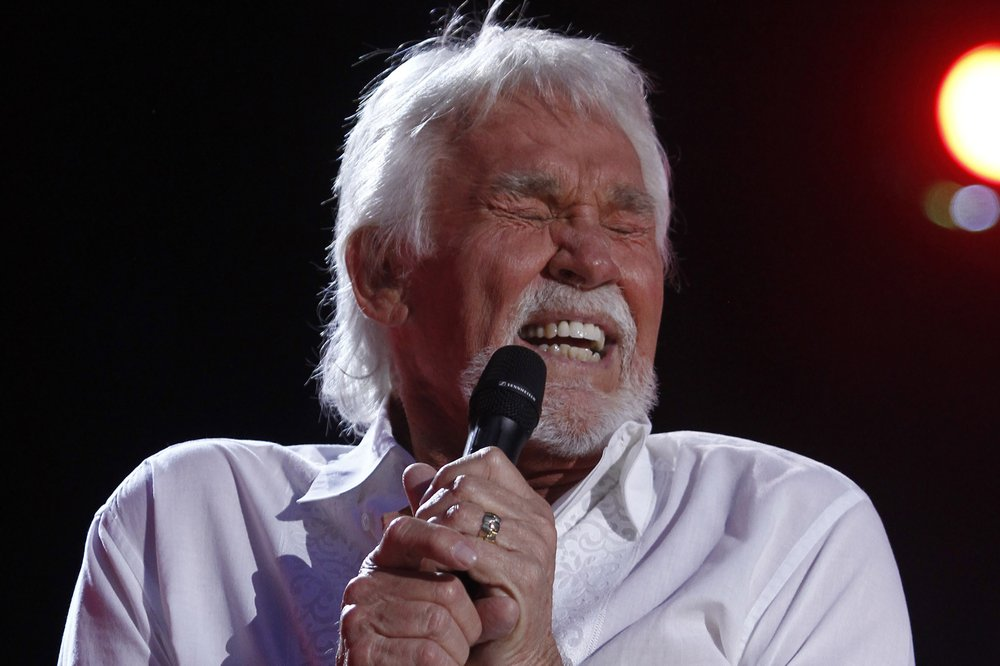Kenny Rogers Performs At The 2012 Cma Music Festival In Nashville, Tenn