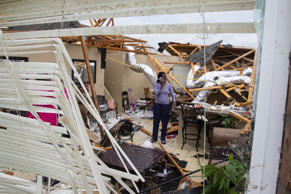 Easter Storms Sweep South Killing At Least 6 In Mississippi Ap 04