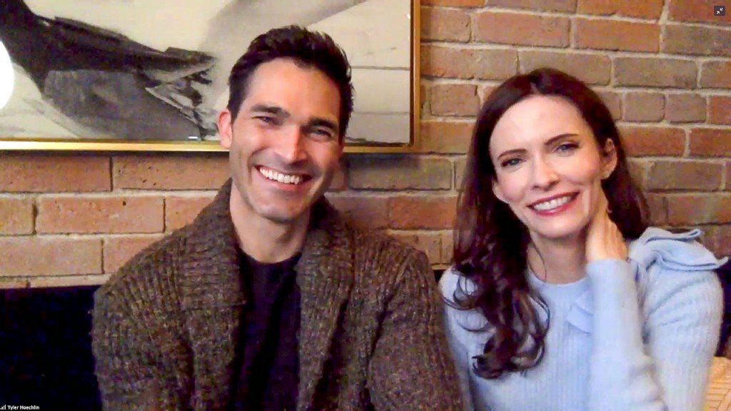 Superman & Lois Stars' Off Screen Bond & Fresh Take On The Icons