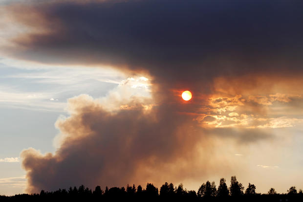 TOPSHOT-SWEDEN-WEATHER-FIRE-FOREST
