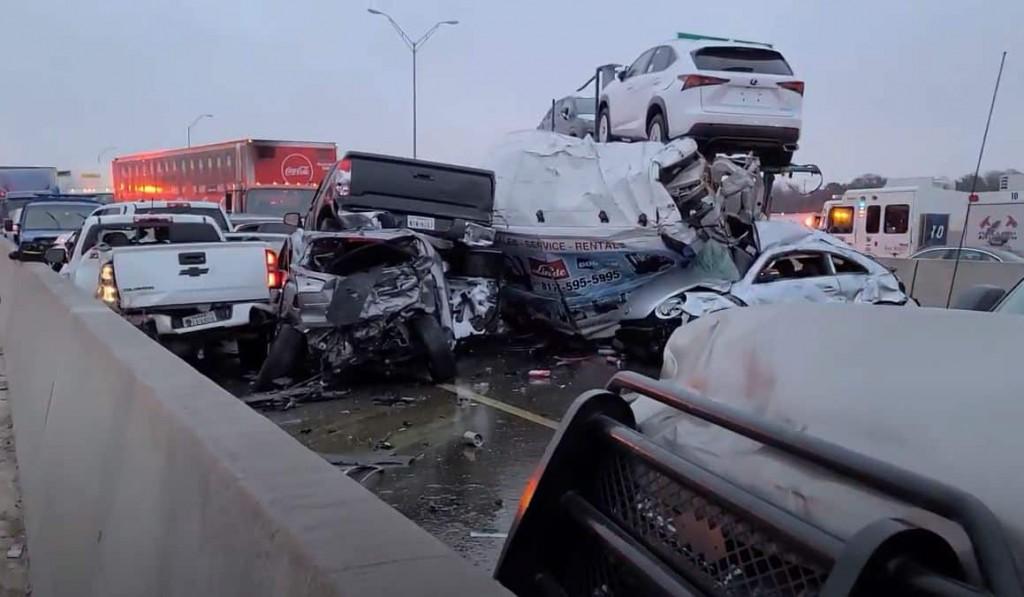 I-35W-pileup-3-credit-Jason McLaughlin CBS 11 News