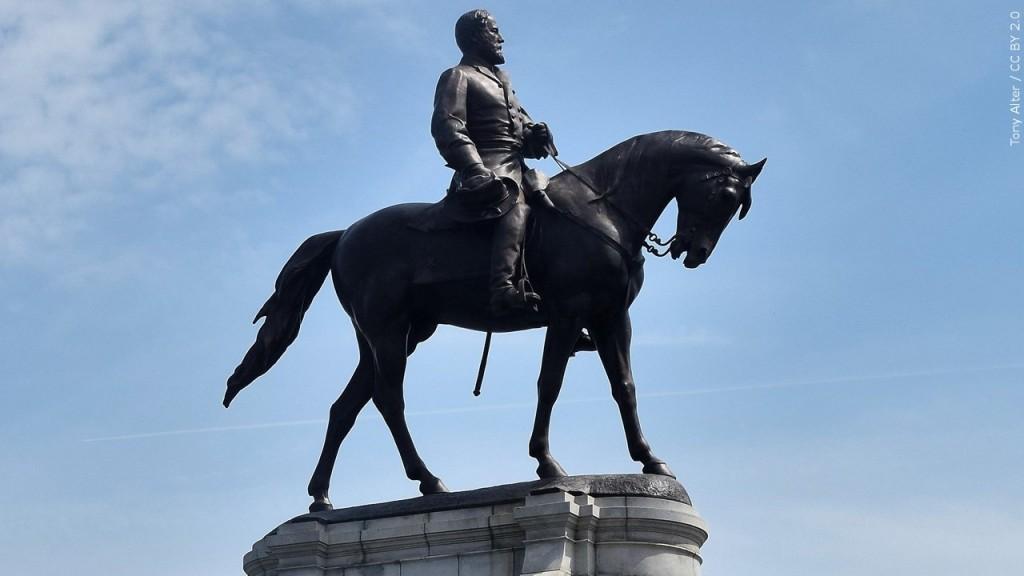 Statue of Confederate General Robert E. Lee in Richmond Virginia