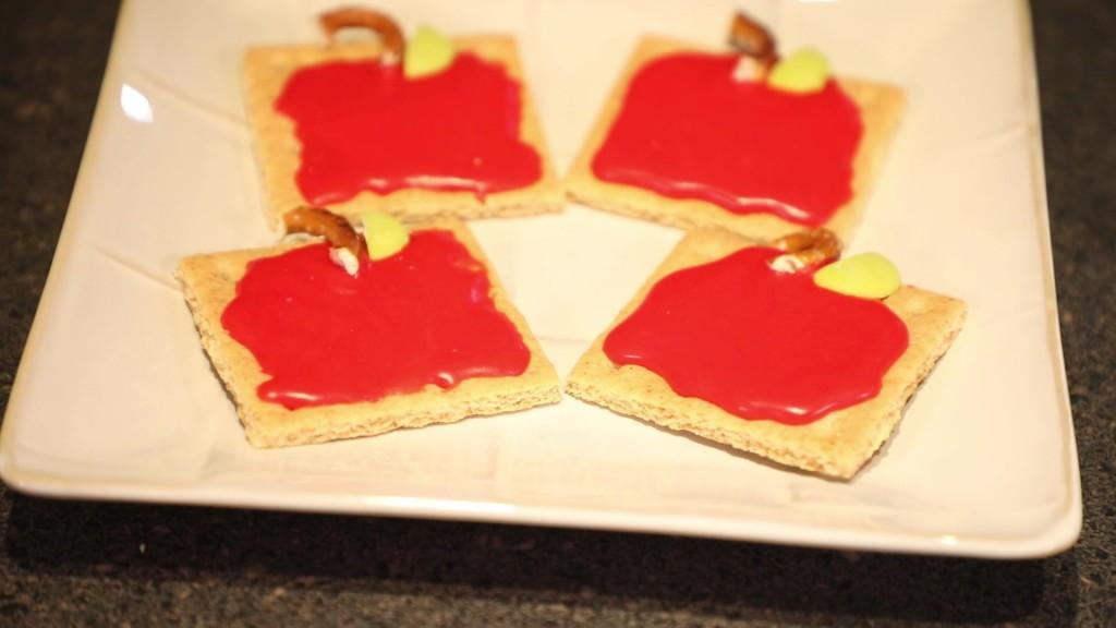 Graham Cracker Apple Snacks