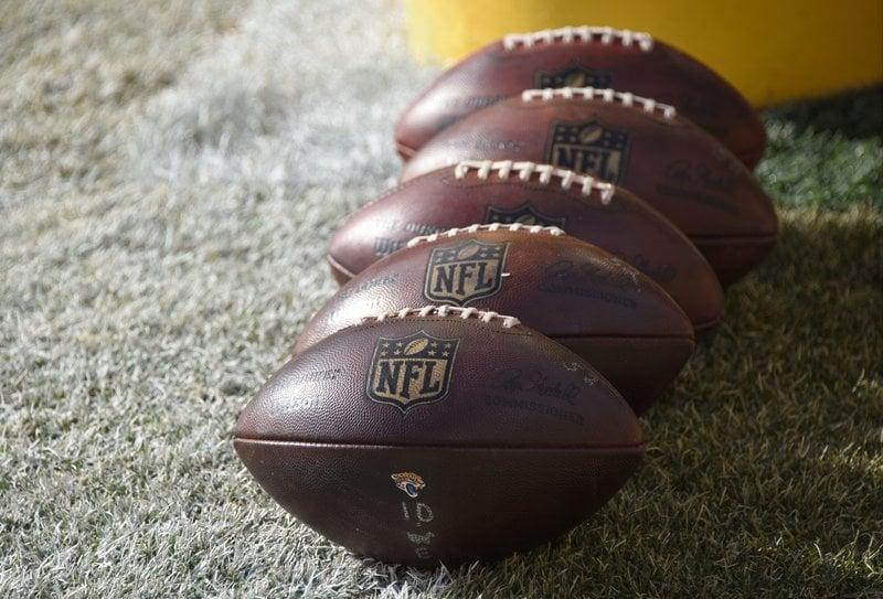 Nfl Footballs 6904