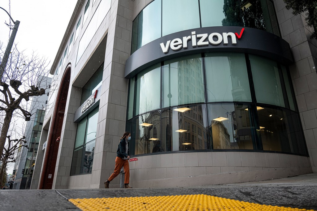 How Verizon Became The Dow's Worst Stock