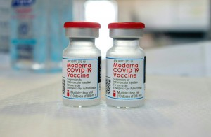 White House's Chief Covid 19 Science Officer Calls On Moderna To 'step Up' Global Vaccine Efforts