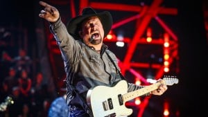'cmt Artists Of The Year' Returned With An Invitation Only Crowd