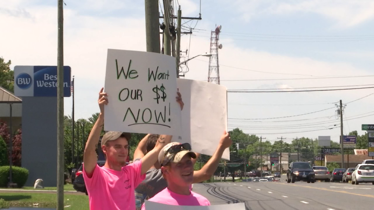 Local contractors protest outside CarMax, claim they were not paid