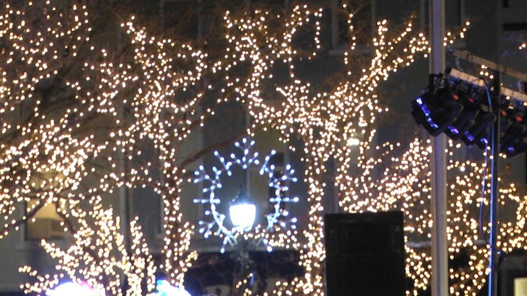 Christmas Lights Bowling Green Ky 2021 Downtown Bowling Green Glows With Thousands Of Holiday Lights Wnky 40 News