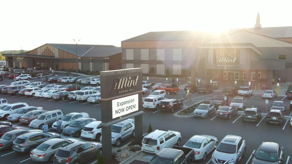 Mint Gaming Hall Bowling Green Meghann 9152100 00 17 17still001