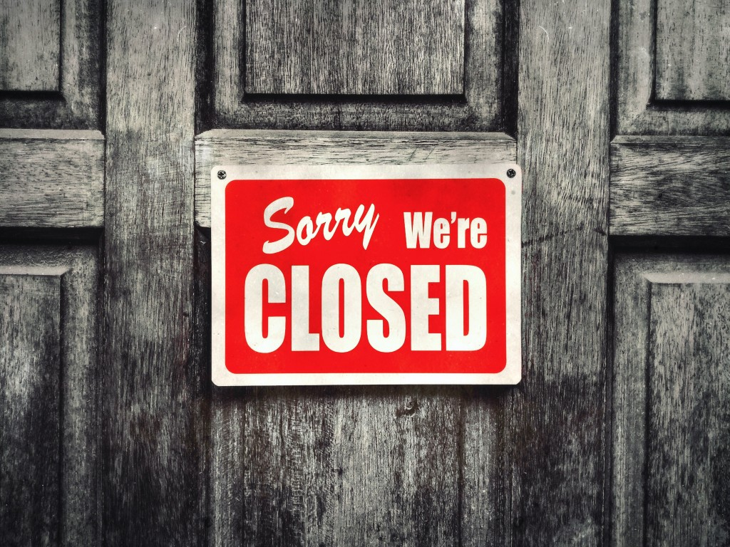Sorry Were Closed Sign Uncrtmr
