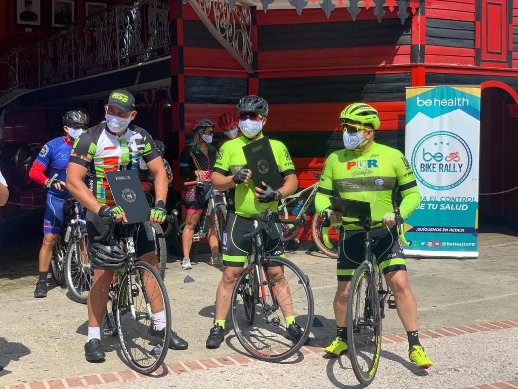 Ciclistas Con Proclamas Behealth Bike Rally
