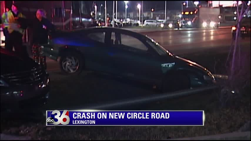Lexington Police say teenage driver hit divider on New Circle Road