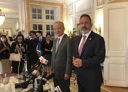 Governor Matt Bevin talks economic development at the Governor's Mansion with Chinese Ambassador to the U.S. Cui Tiankai 8-13-18