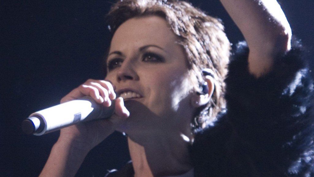 Singer of The Cranberries died from drowning due to alcohol intoxication.