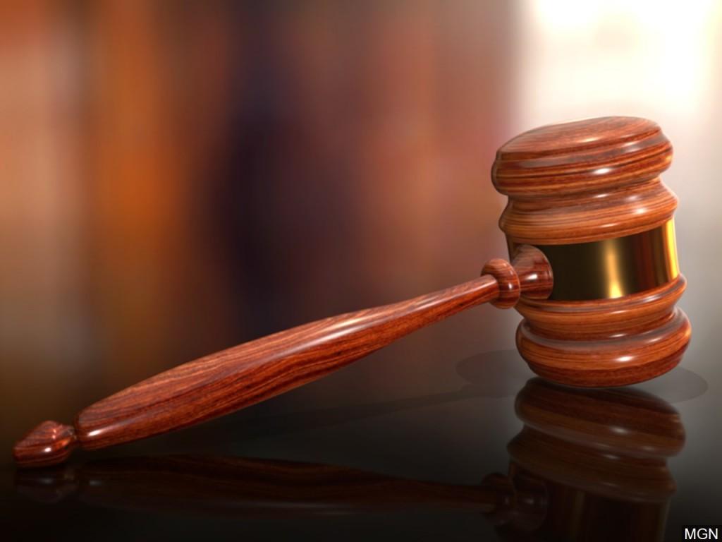 Judge blocks Kentucky virus limits on racetracks