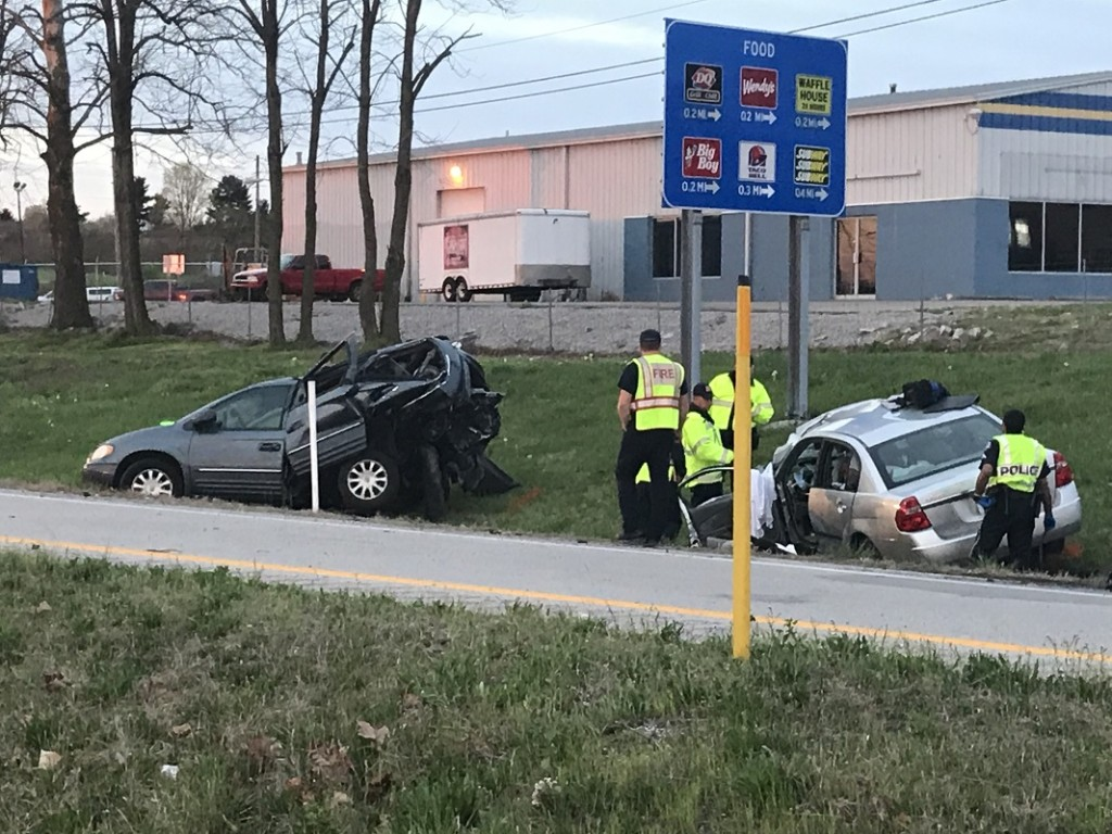 Driver struck abandoned minivan and died on I75 at the 90A exit