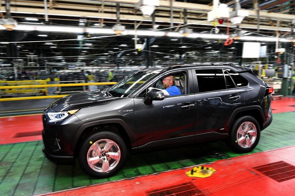 First TMMK-built Toyota Rav4 Hybrid.