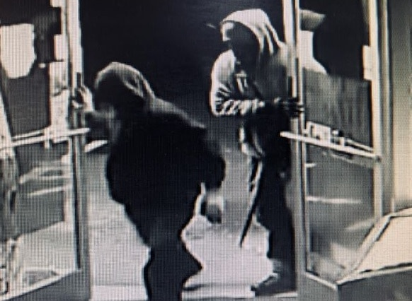 Burglary suspects at the Pit Stop Market and Deli in Laurel County.