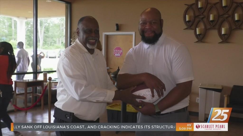 Saints Star Deuce Mcallister Visits Vaccine Sites In Gulfport