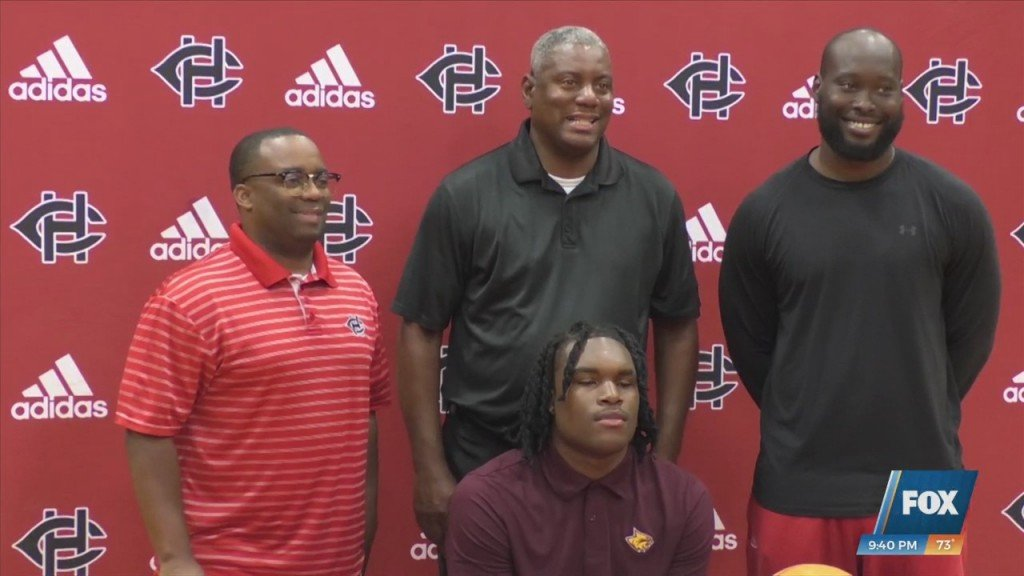 Harrison Central Basketball's Carlous Williams Signs With Prcc