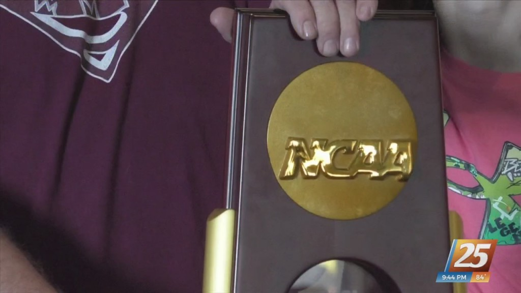 Mississippi State National Championship Trophy Tour Stops At Margaritaville