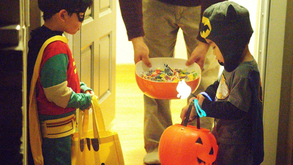 Dentist collecting kids' candy and sending it to our troops