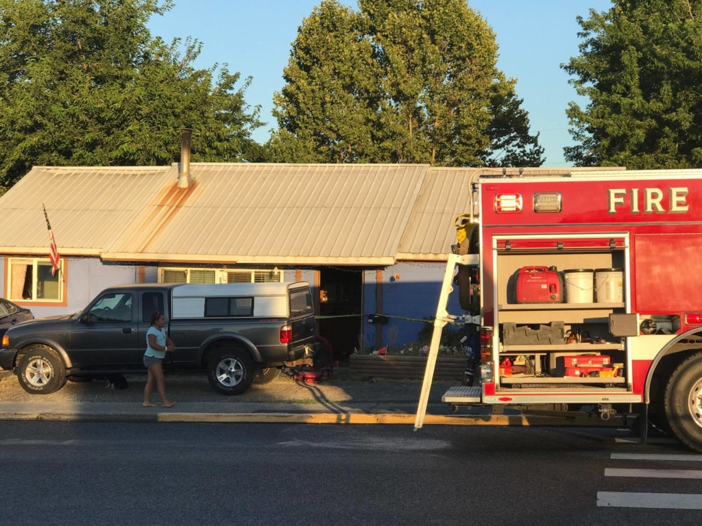 Kennewick man injured in house fire