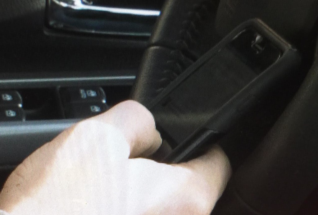 Lawmakers seek to ban use of handheld devices by drivers