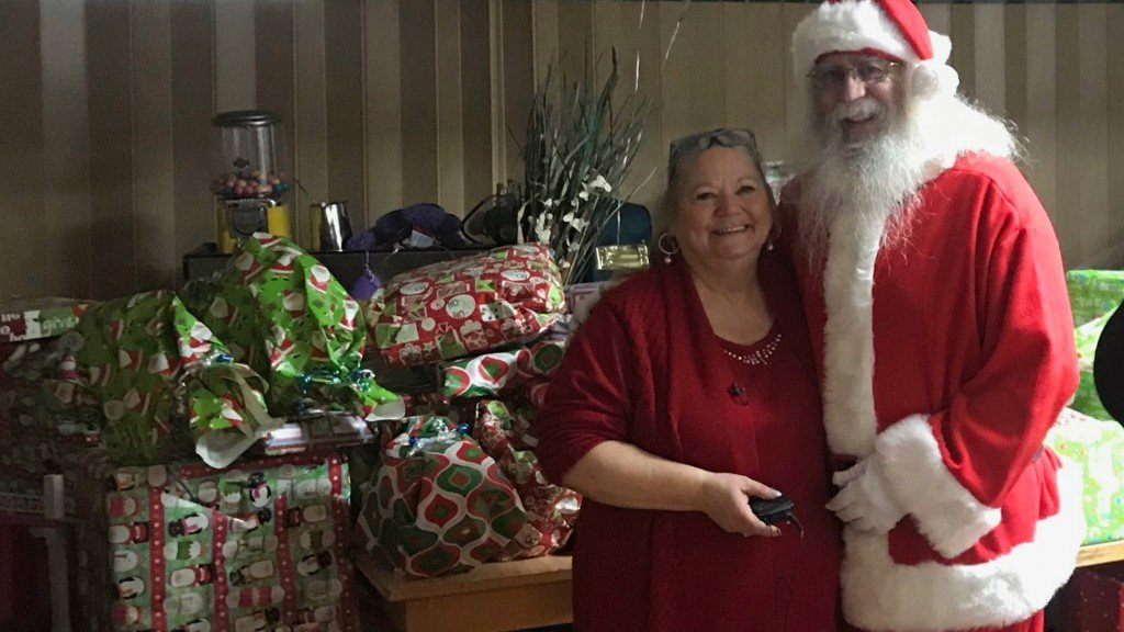 Mama's Diner gives away a room full of gifts during Christmas Bash
