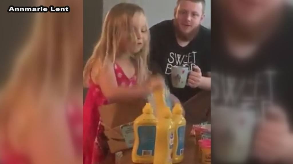Florida girl gets mustard for Christmas