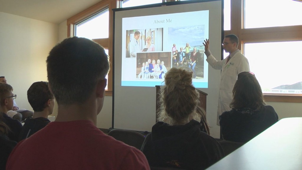 Local doctors and surgeons host event to guide students on path to becoming a doctor