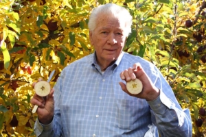 Owner of state's largest apple farm has died