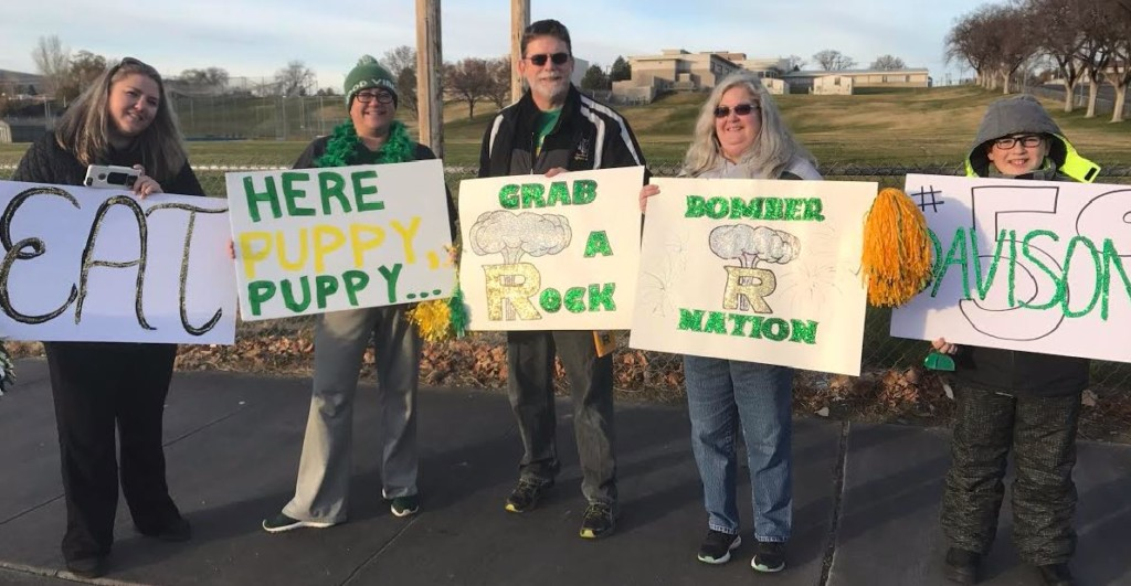 Richland community members hold early morning Bombers football send off to playoffs