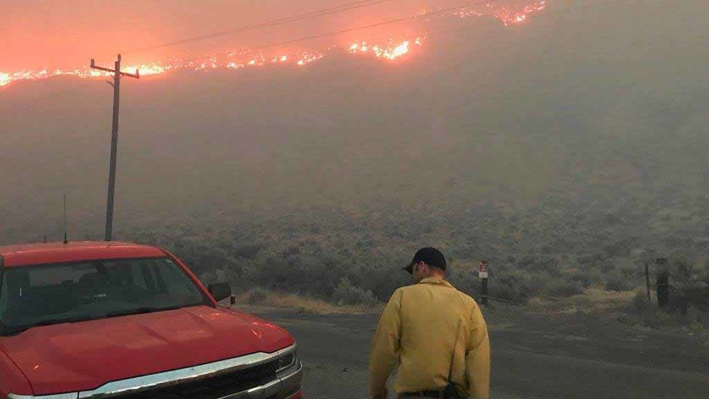 I-90 open in both directions as wildfire burns in Kittitas County