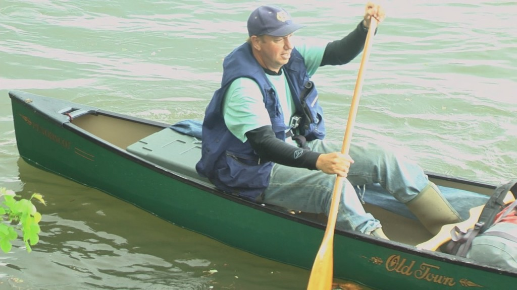 Man paddling across the US makes stop in Tri-Cities