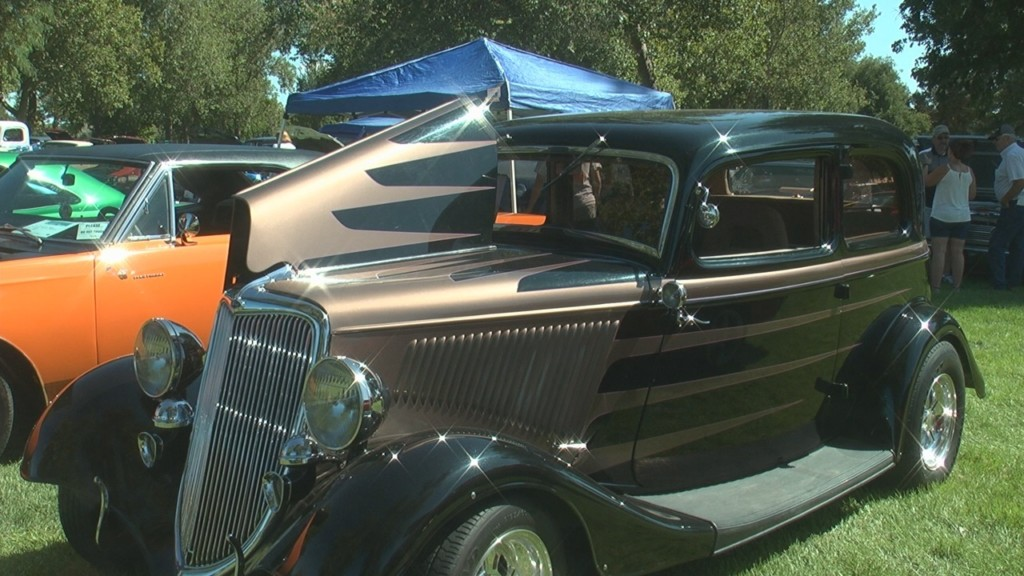Kennewick car show donates all proceeds to Tri-Cities Food Bank