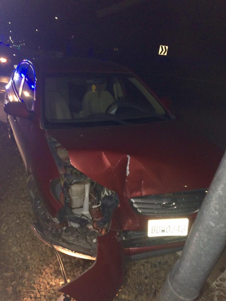 Kennewick Police searching for a suspect who crashed a stolen car, fled on foot
