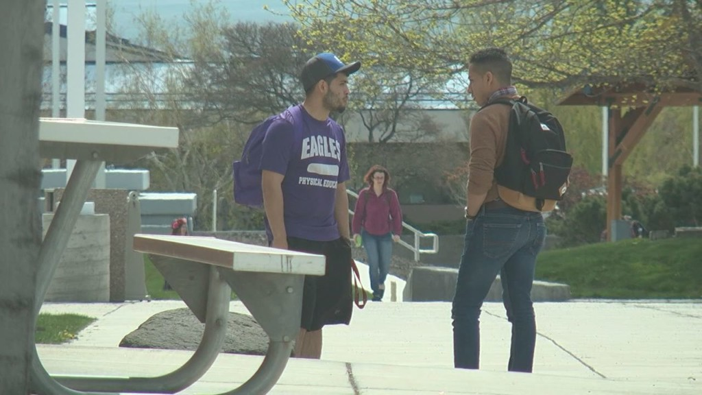 Columbia Basin College backs immigrant students with new resolution