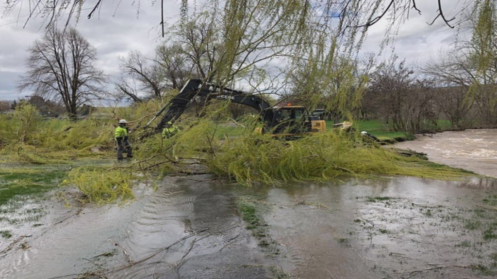 Evacuation plans mapped out as flooding continues in Pendleton