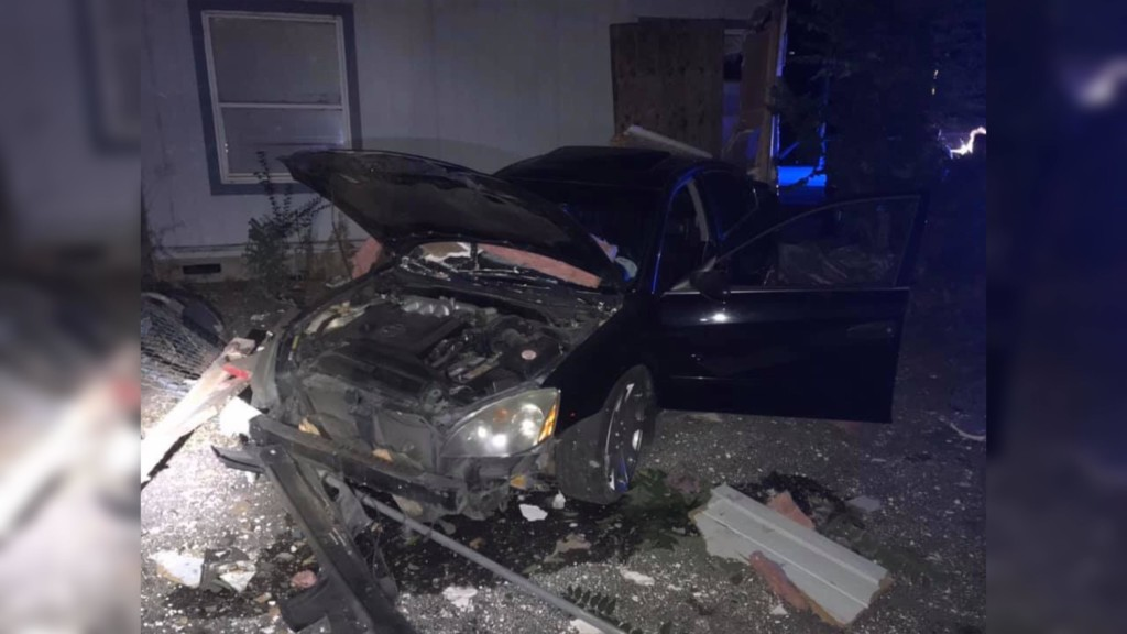 Driver crashes into Kennewick home, flees the scene