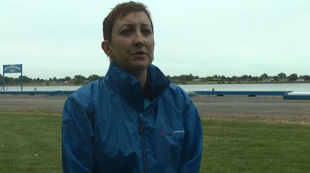 Hydroplane racing's first female crew chief in modern era testing in Tri-Cities