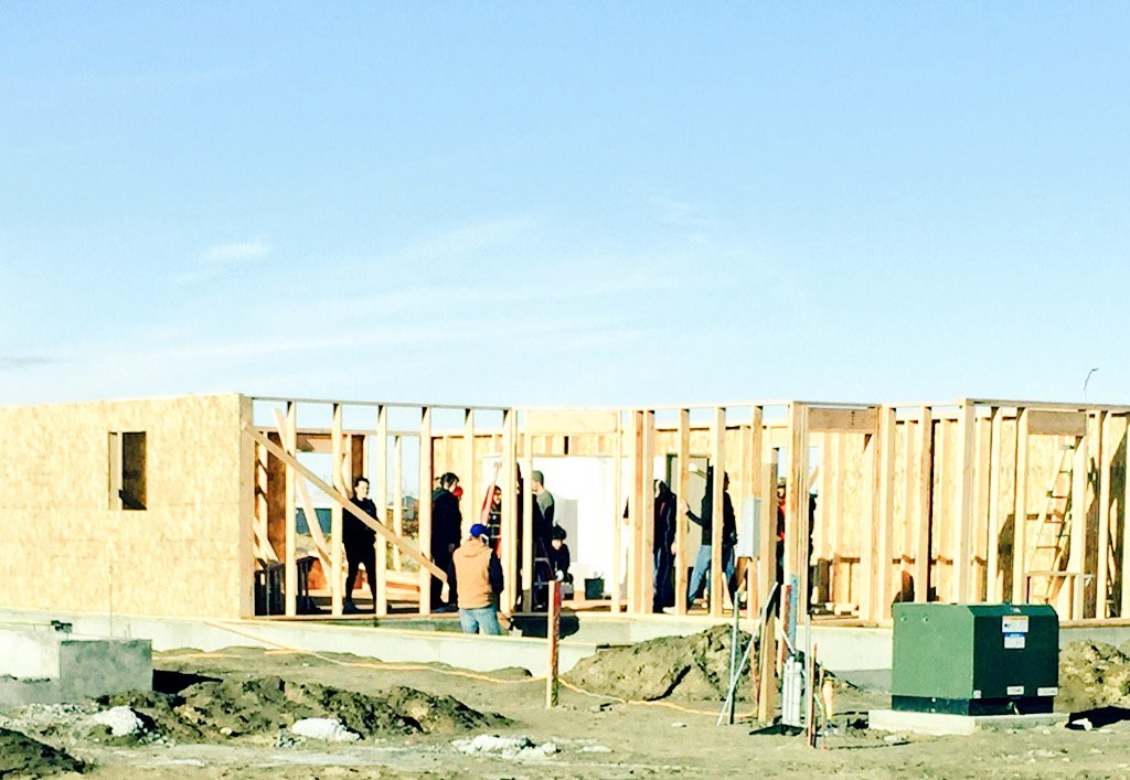 Habitat for Humanity and Texas Roadhouse team up to build homes