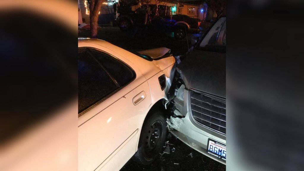 KPD: Drunk driver hits two parked cars in Kennewick