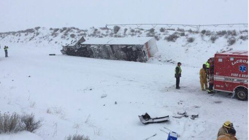 Soap Lake woman dies in crash on icy road near Washtucna