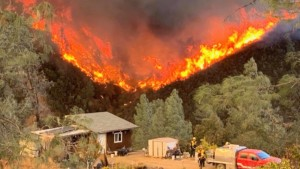 Fire nearing homes in Oregon