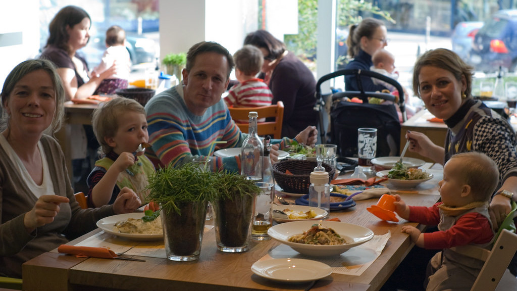 WA wants to make it easier for parents who eat out with kids
