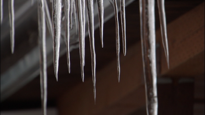 Falling icicle punctures 10-year-old girl's eye, doctor says it's the second injury in a week