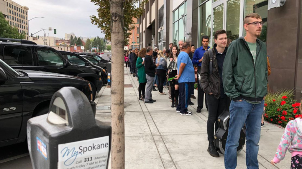 Thousands line up downtown Spokane to audition for American Idol